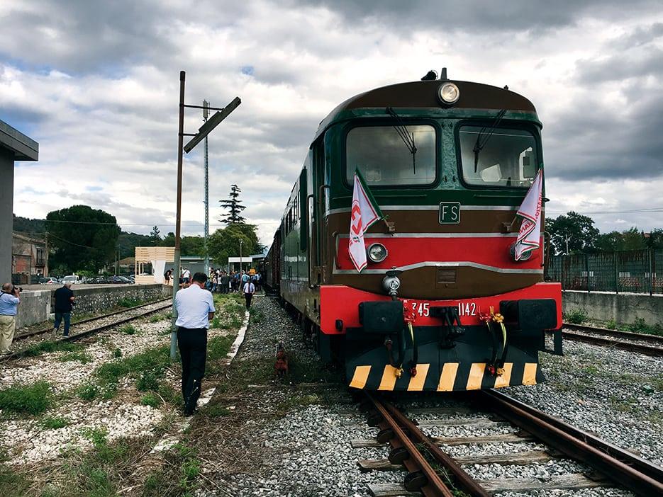 Treno strada collegare