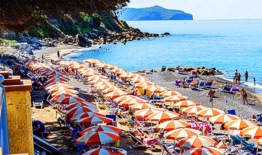 Campania, riaprono le spiagge e ok agli sbarchi privati sulle isole